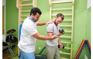 Лечебни упражнения със специалист в кинезитерапията