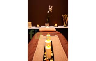Масаж с ароматни свещи в център FIZ София